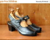 JULY SALE / vintage 1940s shoes / 40s black leather mary janes / size 7