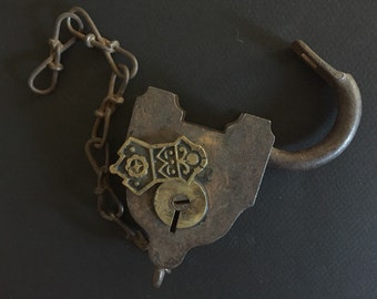 Antique SARGENT and COMPANY PADLOCK - Iron and Brass - Chain - Or ate Lever