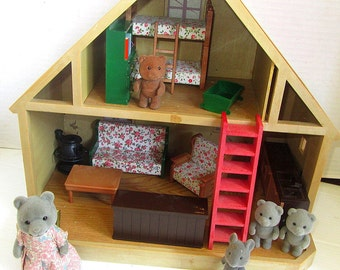 Vintage Mapletown Sylvanian Families House and Furniture W Few Figures Calico Critters