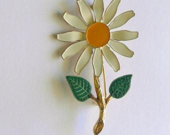 daisey white petal brooch