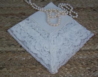 Vintage Wedding Hankie, Wedding Handkerchief, Ivory Lace Hankie, Hanky, Bride Hankie, Bridal Party Hankie, Something Old Gift, Under 25