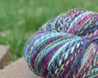 Handspun Yarn, Bee Mice Elf Hummingbird 100% Superwash Merino 880 yards 7.6 ounces / 217 grams Long Draw 2 ply
