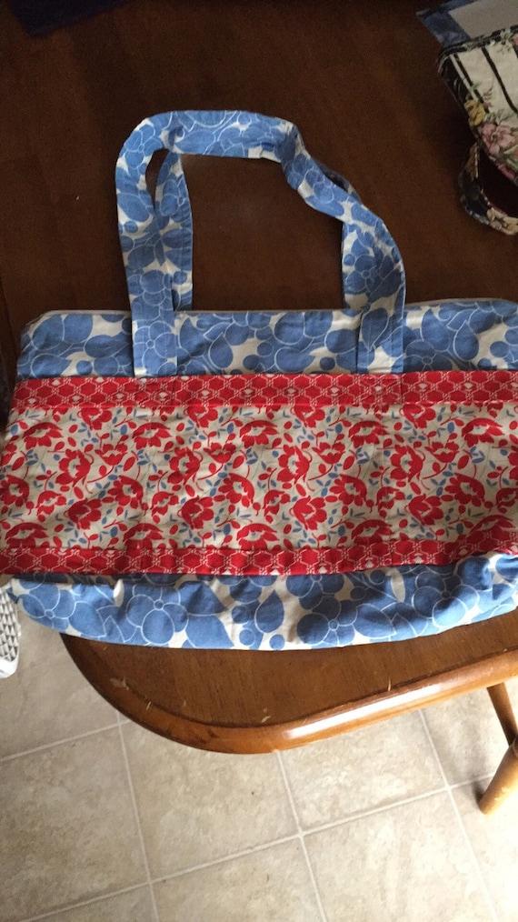 Shoulder bag w straps inside pockets outside pockets zipper