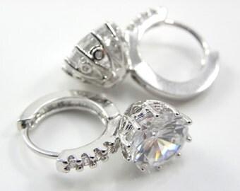 Bridal Earrings, Bridesmaid Earrings, Cubic Zirconia Earrings, Sparkly White Crystal dangle Earrings, Dangle Earrings, Bridesmaid Gift