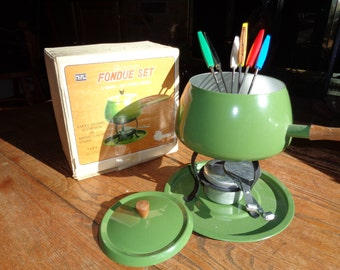 Vintage SUPER 60'S STYLE  Avocado Green Enamel Baked Aluminum Fondue Set in Original Box  Package, with a set of six (6) Fondue Forks