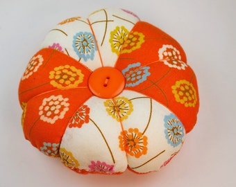 Patchwork Pincushion, Flower Pincushion, Round dandelion Pincushion, Two Decorative Pin Included