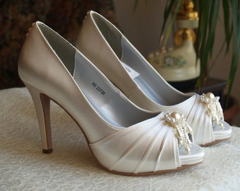 Ivory High Heels, Ivory Pearl Cluster Cascading Over Toes,Minimalist Wedding Shoes,Classic Open Toes,Peep Toe Satin Pumps,Great Gatsby Style