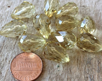 11pc - 18mm Green Tear Drop Beads, Jewelry DIY, Jewelry Making, DIY, Craft Supplies, Jewelry Supplies