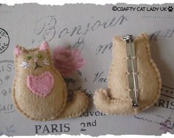 Cat Brooch/Pin. Felt Cat brooch/Pin. Hand made Cat Brooch/Pin -beige