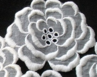 16 Vintage Rose Trim White Padded Satin Stitched Embroidered Flowers