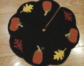 Fall autumn pumpkins and leaves mini tree skirt penny rug mat