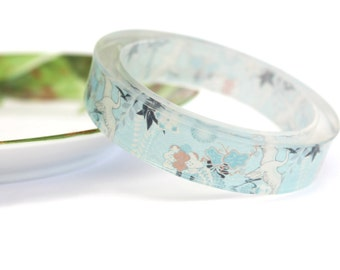 Resin bangle with embedded Japanese art