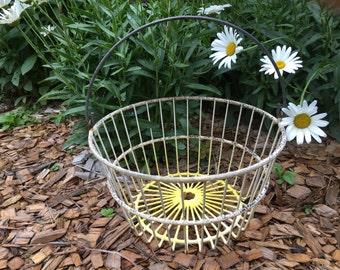 Vintage Egg Basket, Metal Wire, Baskets, Handled Baskets, Home Decor, Metal Baskets, Farmhouse Decor, Rustic, Wire Baskets, Primitives