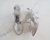 SALE 60s lucite heels size 6N / cinderella heels / lucite and rhinestone heels / wedding shoes