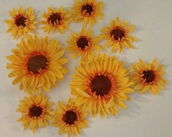 12 Edible SUNFLOWER gum paste/fondant / sugar flowers / cake decorations or cupcake topper