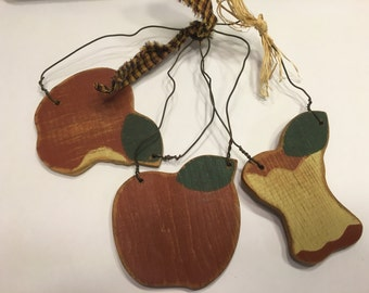 set of 3 wooden Apple ornaments, 80 mm (AA1)