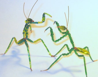 Praying Mantis fighting pair Beaded on Copper Wire