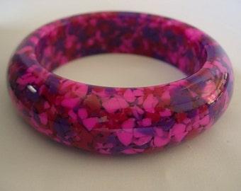 Confetti Encased Bangle Vintage Translucent Hot Pink Fuchsia Red Purple Encased Heavy Chunky Lucite Bracelet Groovy Retro Plastic Cuff Mod