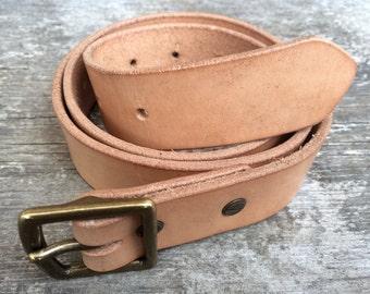 Natural tan leather belt, 1.25 inches wide, Solid brass buckle, Custom leather, Handmade Belt, Mens belt, Womens belt, The Umpqua belt