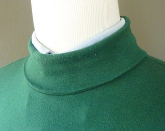 RARE Vintage J. Press for the Japanese Market Dark Emerald Green Turtleneck Long Sleeved Casual Shirt / Light Sweater Size Large.