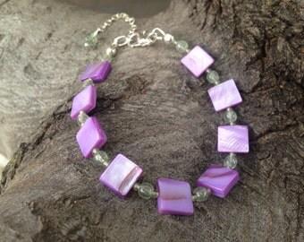 Fuchsia purple mother of pearl and peridot bracelet, purple and green, peridot bracelet, square bracelet, purple jewelry, body novelties
