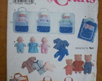 Simplicity 7424, Dolls, Doll Clothes, Doll Carry Case