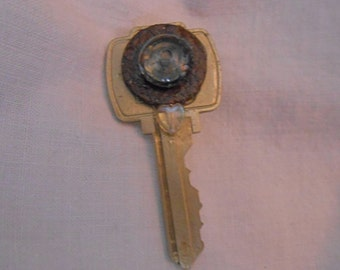 Key Pin/Brooch Circle of Rust