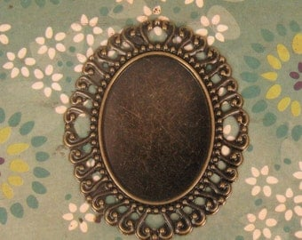 Antique Brass Round Flower Tray Settings 57x49mm for 40x30mm Cabs or Stone   s Cabochon Setting (2}