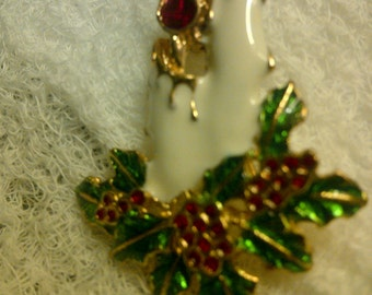Estate Christmas candles brooch gold toned..ships for 1.99