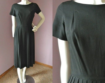 Vintage 1950's Black Party Dress // Fit and Flare // Short Sleeve Nipped Waist Pleated Skirt // Sz Sm