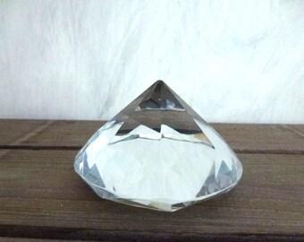 chrystal pyramid press papier