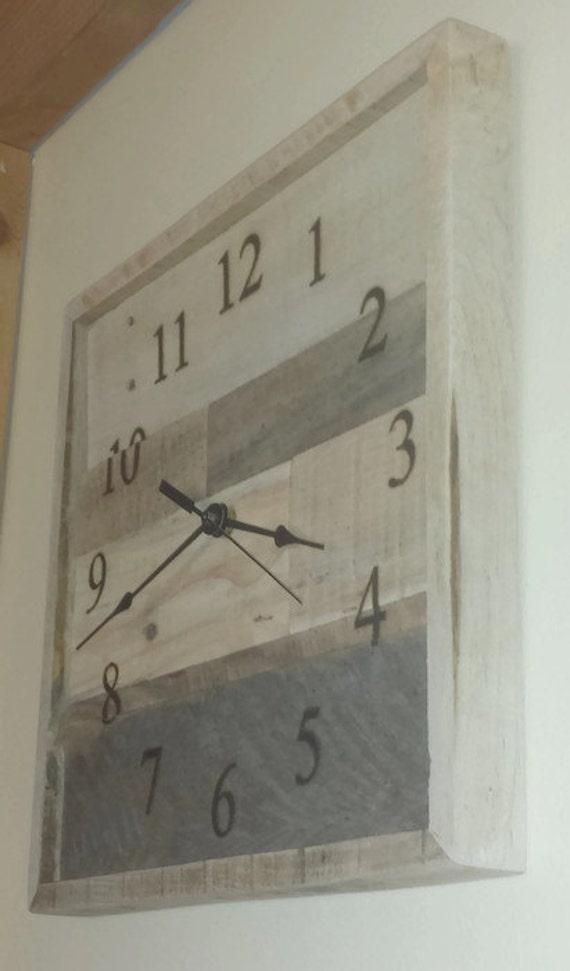horloge industrielle r g n r e palette horloge en bois. Black Bedroom Furniture Sets. Home Design Ideas