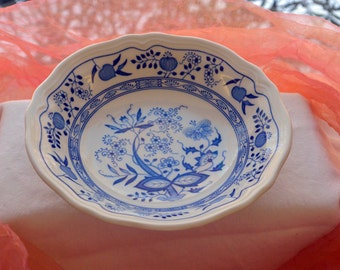 Vintage Cereal Bowl - Asian Onion, Blue White, Dishwater Safe - 1970's - Fabulous!