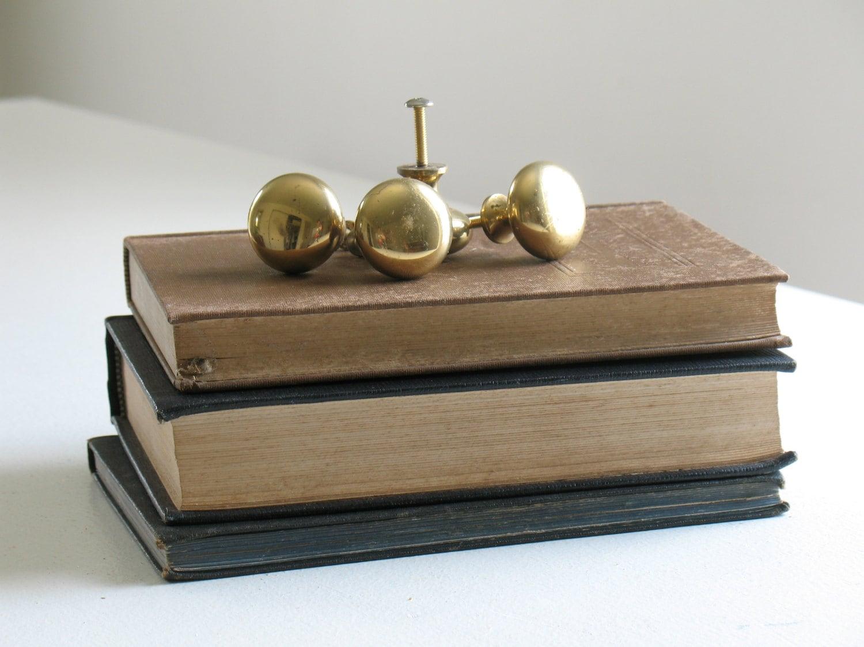 vintage solid brass knobs cabinet dresser drawer pulls. Black Bedroom Furniture Sets. Home Design Ideas