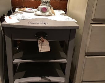 Shabby Chic Mersman accent end/side table