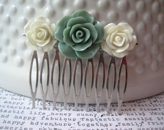 Flower Hair Comb, Sage Green and Ivory Hair Accessory, Romantic Wedding Hair Accessory, Bridesmaid Gift, Floral Hair Piece