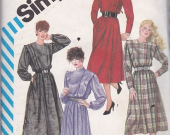 Simplicity 6169 Vintage Pattern Womens Flanged Dress in 4 Variations Size 10 UNCUT