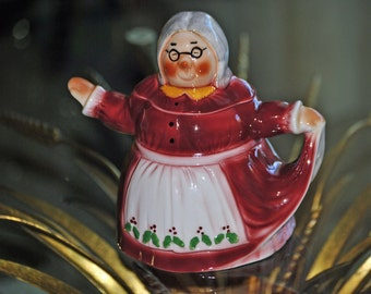 "Vintage ""Mrs. Mistletoe"" Teapot by Tony Wood - Staffordshire, England"