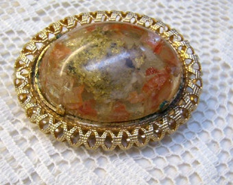 Vintage Agate Stone Brooch...Gold Scalloped Edged Border...Agate Cabochon Pin...Natural Stone Jewelry