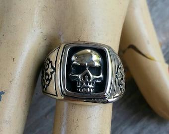 Skull signet ring sterling silver cross alternative steampunk gothic punk pirate