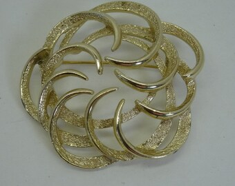 Sarah Coventry Brooch Pin gold Tone