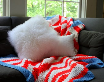 Afghan red white and blue // hand knitted blanket // patriotic USA decor