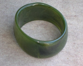 Vintage Plastic Bracelet Asymetrical Green Marbled Wide Modern Freeform Bangle