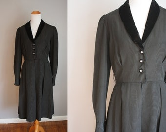 1950's Black Dress // Taffeta and Velvet // Medium