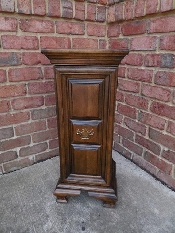 Veladora madera mayordomo muebles nogal gabinete un pedestal - Nogal americano muebles ...
