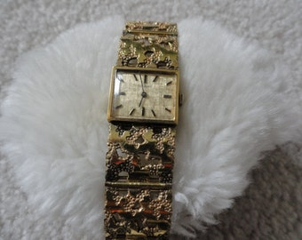 Nivada Wind Up Vintage Ladies Watch with a Pretty Band