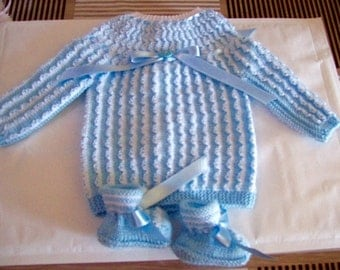 1 white blue  lovely linen, bra and slippers from 1 to 3 mounths baby , handmade in France ,30 different colors and size up to 6 mounths
