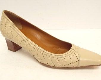 Vintage Bruno Magli Size 7 Ivory Leather Heels  Pumps or Shoes