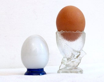 Egg cup / vintage salt shaker / retro kitchen / glass bird egg cup / vintage kitchen breakfast set