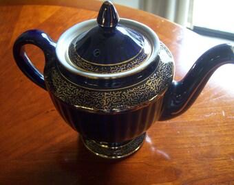 1926 Hall China Tea Pot